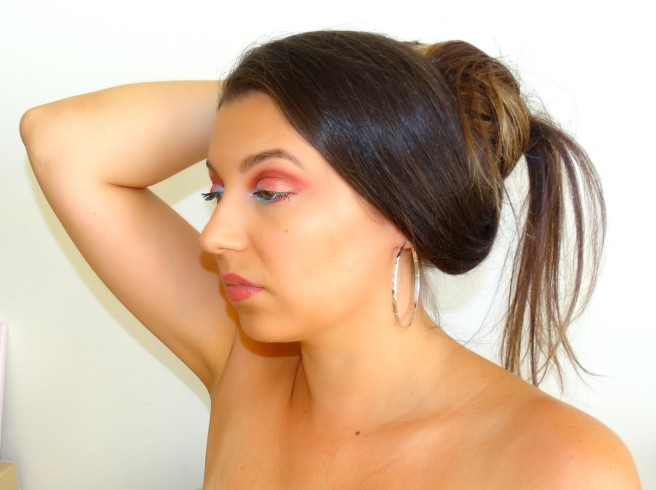 makeup turquoise red close up